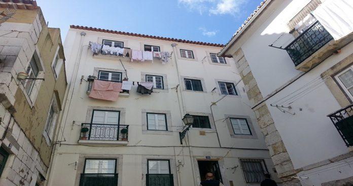 apartman çamaşır asmak